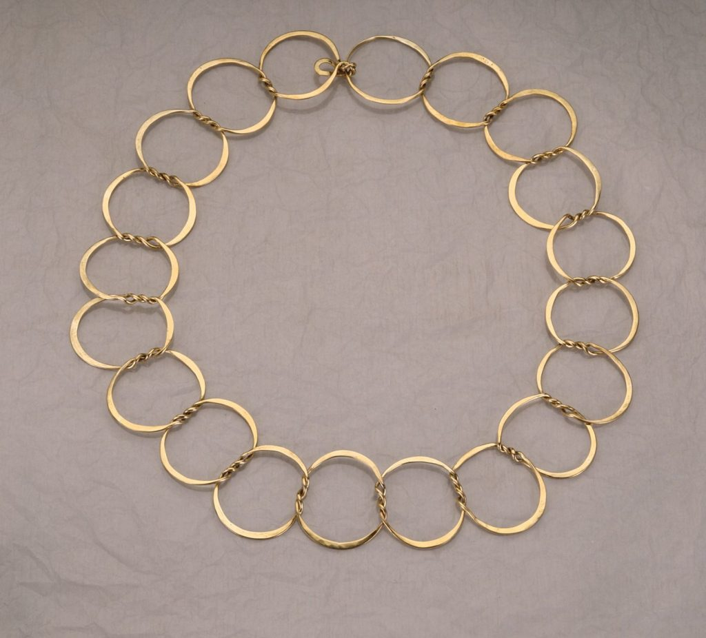 Chain First Steps, 2014, bronze, diameter 22 cm