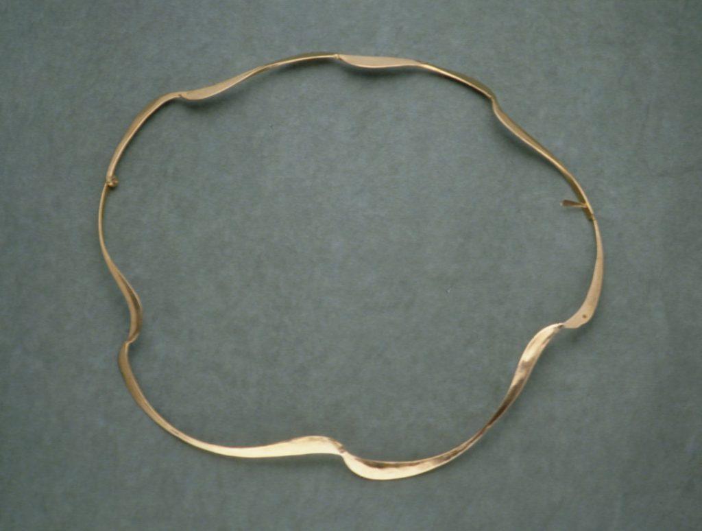 Necklace Wave, 1995, bronze, 18x22 cm