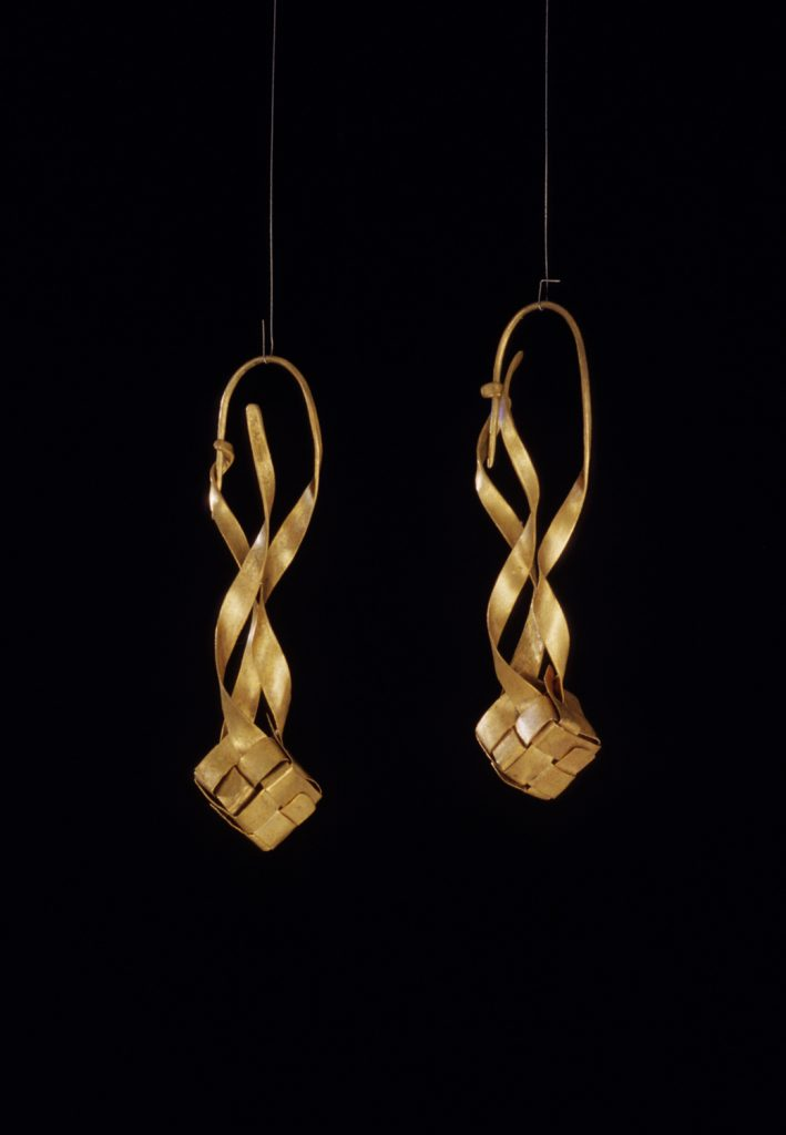 Earrings Order and Chaos, 1997, gold, 5,5x 1x1 cm