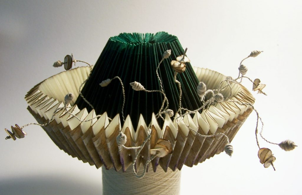 Hat with lace