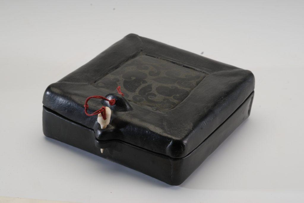 Flat box, smoked clay, 15x15x4,5 cm