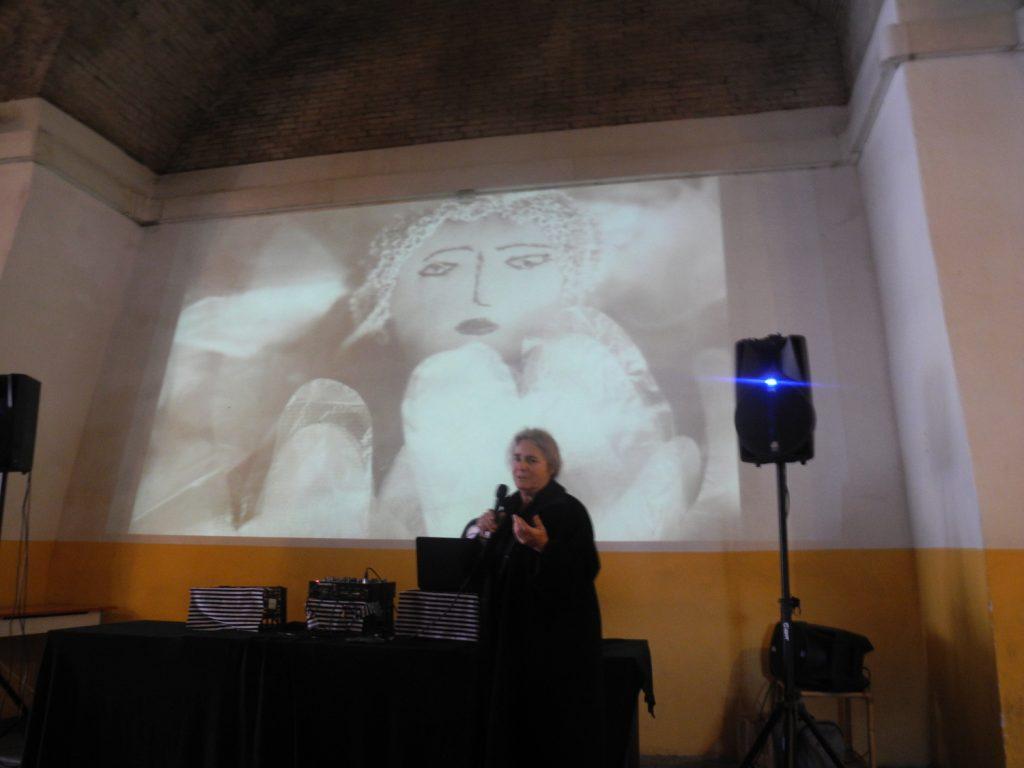 Eva Cheiladaki lecturing at Dynamo Velostazione Bologna
