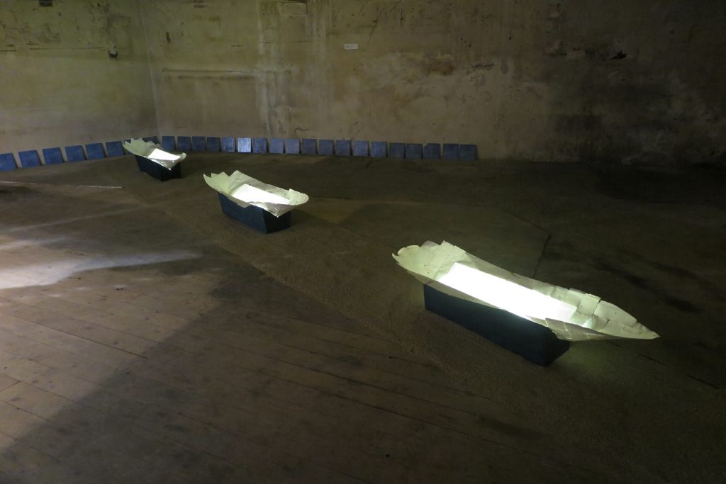 <b>'' Fragile boats ''</b>