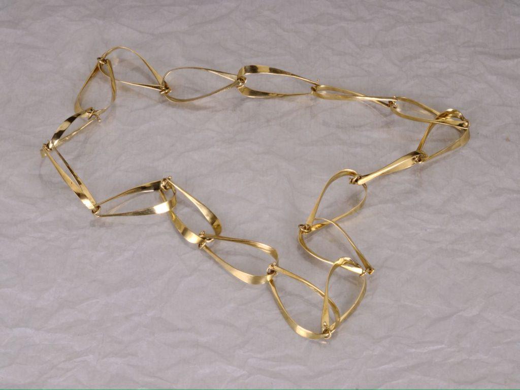 Chain Pine Needles, 2014, bronze, length 65 cm